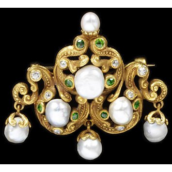 Demantoid, pearl and gold brooch.   USA. c.1900   V&A Museum(American buyers were known to prefer a more toned down version of Art Nouveau style).