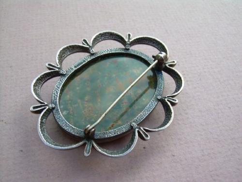 Edwardian era brooch with 'ball style' rounded hinge.