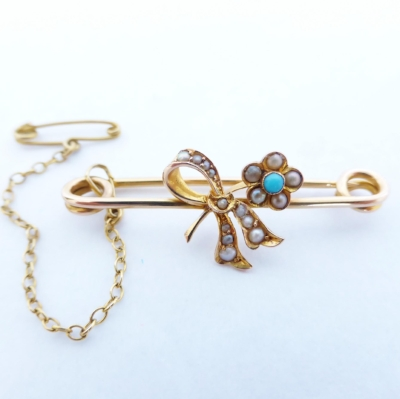 Brooches were secured with the additional use of a safety pin and chain. Associated with the mid and late Victorian era.