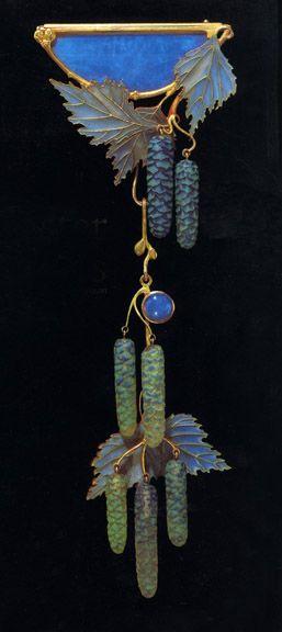 Lalique pendant. Christie's Auctions.