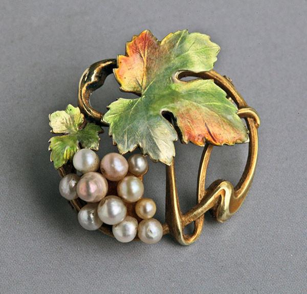 Bippart Griscam & Osborn brooch. Tadema Gallery.