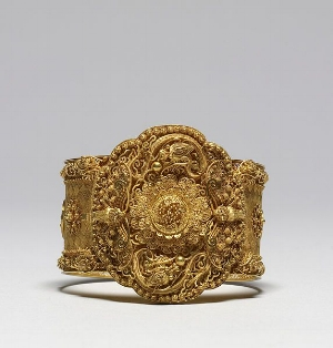 This early Victorian cannetille bracelet was made entirely by hand.