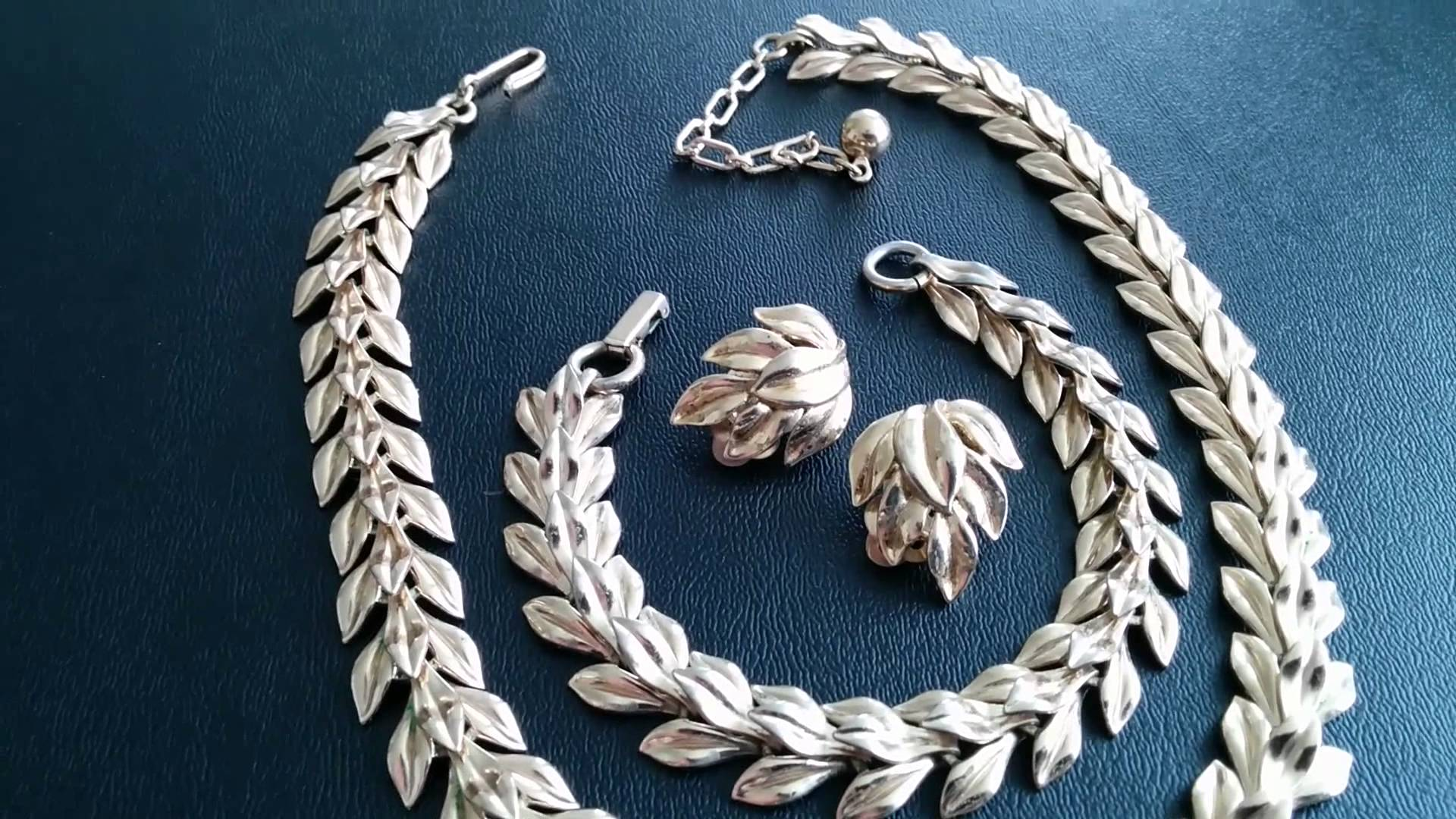 This  Tifari  set was created with spin casting.