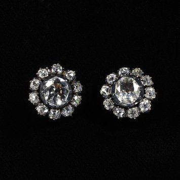 Gold, diamond and silver stud earrings. England, late 18th century. V&A Museum