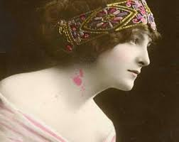 Edwardian lady wearing a bandeau.