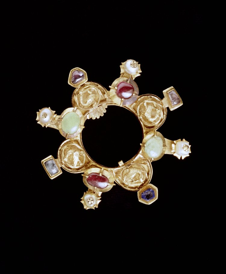 Annular brooch with pink sapphires. British Museum AF.2702