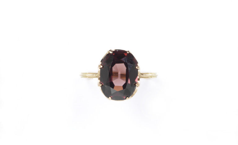 Reddish-brown zircon ring. 1850. V & A Museum 1282-1869