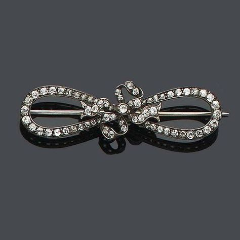 Victorian 'Figure Eight' Brooch. Photo Source: Lang Antiques.