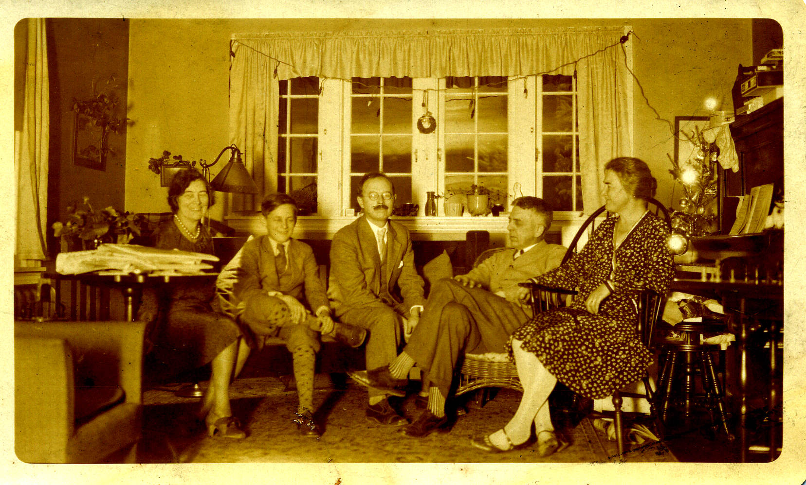 Muriel, Remi, Paul and Uncle Louie and Aunt Blanche (Muriels sister) Moylan Pennsylvania- on Christmas-Circa 1925