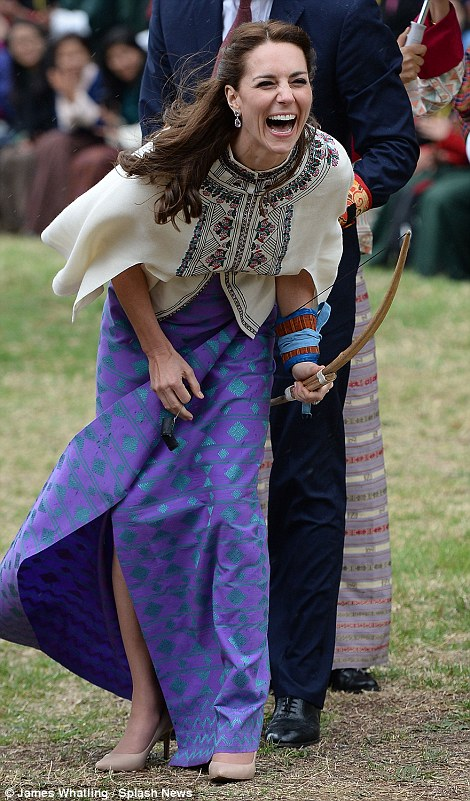 332C770E00000578-3539164-The_Duke_and_Duchess_of_Cambridge_visit_the_Bhutan_National_Stad-a-43_1460633941676.jpg
