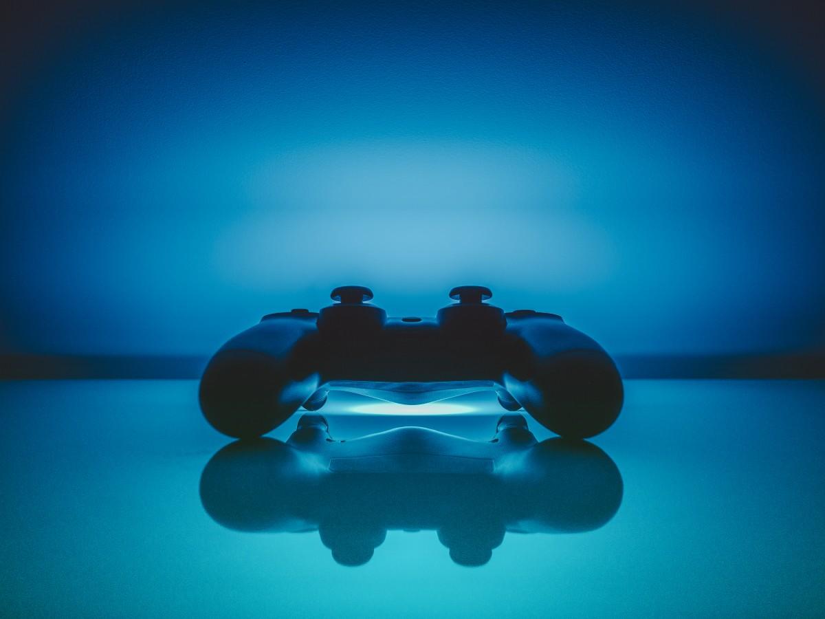 blue_controller_dualshock_entertainment_gamepad_gaming_pad_playstation-933936.jpeg