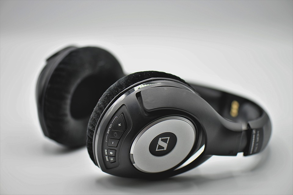 headphones-3683983_960_720.jpg