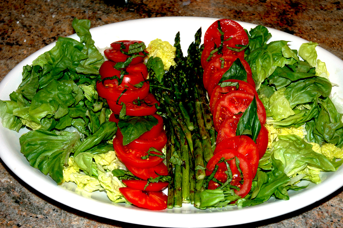 A simple Boston salad with fresh tomatoes and grilled asparagus.