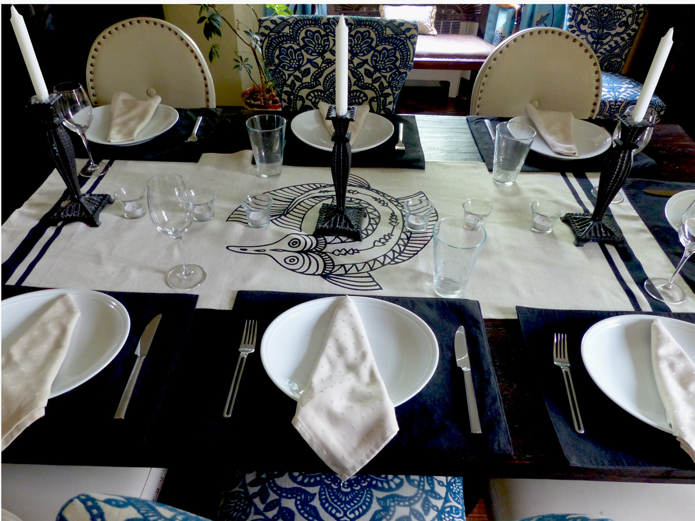 Napkins with a simple triangle form gently placed in the middle of the plate. No napkin holders needed to create an elegant look.