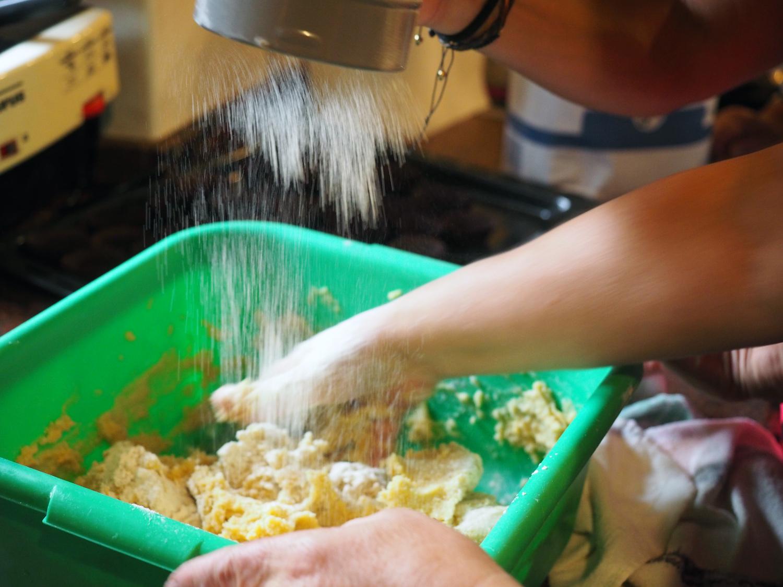 flour.sifting.jpg
