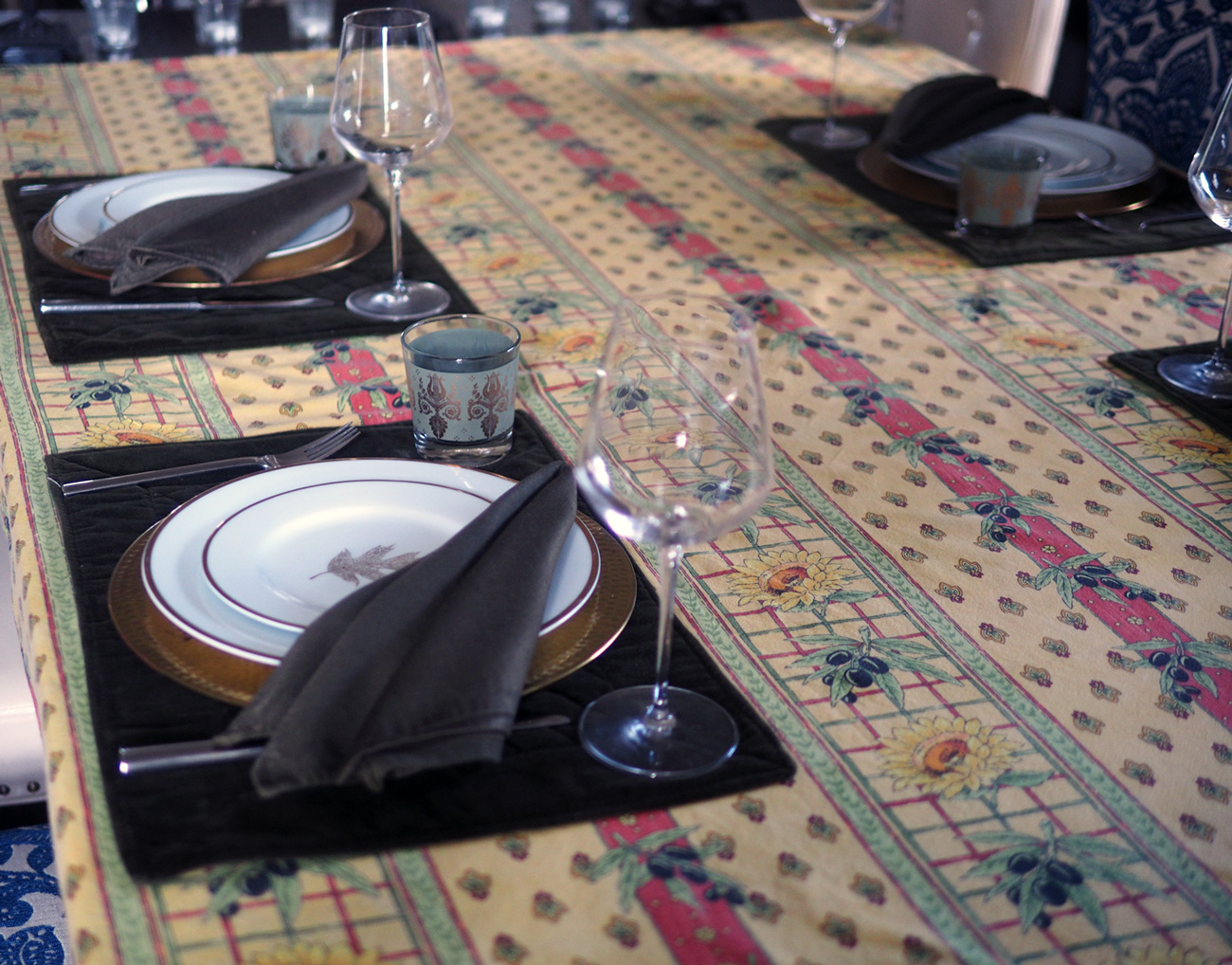 A nod to the Mediterranean using a Provencal tablecloth. Simple. No fuss.