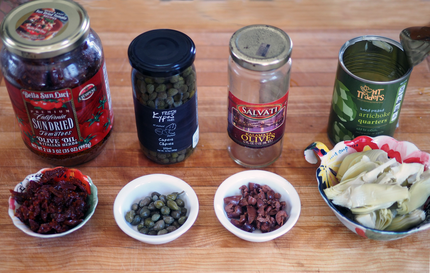 The aromatic line up: Sun-dried tomatoes, capers, Kalamata olives, artichoke hearts.(Notice I only had a few olives, so that's the amount I used.)