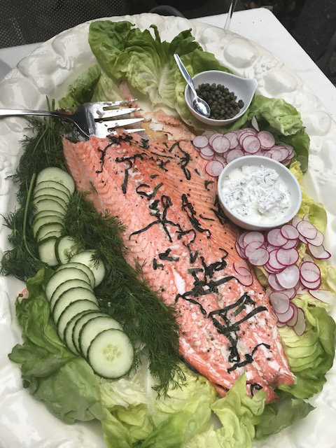 Salmon with yogurt dill sauce