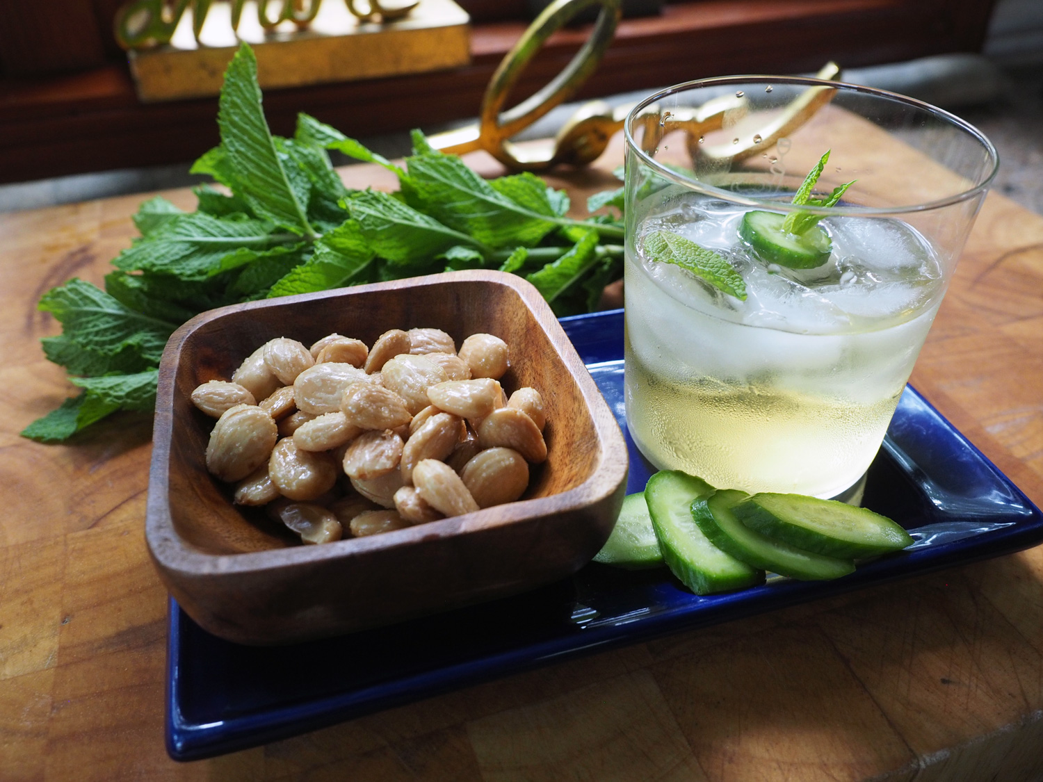 Served with crisp cucumber slices and crunchy, salty marcona almonds… A perfect cooling cocktail that suits to a T.
