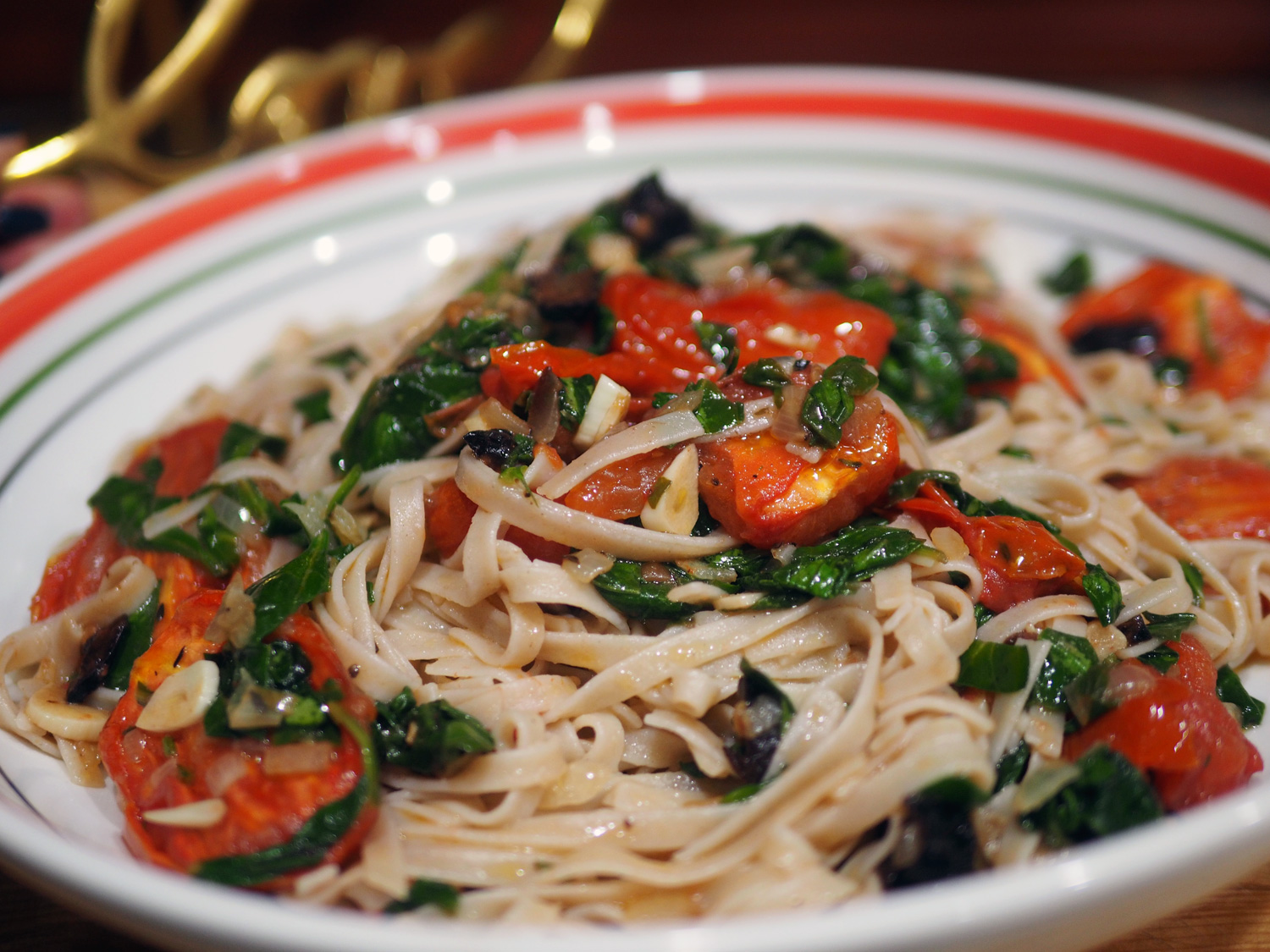 Luscious linguine with earthy notes from the spinach, salty from the olives and a sweetness that the mighty tomato brings.