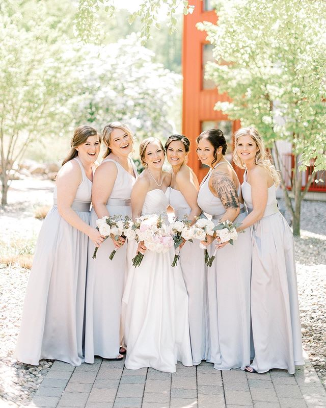Aren't these girls just magazine worthy? 😍 they were stunning and so much fun! A smiling bride, is my favorite. ❤️ Brittanie was radiant and I posted a full sneak peek on my Facebook and insta stories! ➡️ {check it out before it's gone} ⬅️