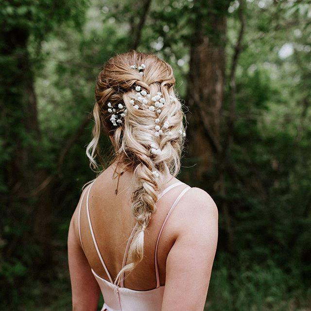 When I graduated 10 years ago-wait 14 years ago 🤫-we did not have beautiful hairstyles like this. ⠀ ⠀ Now I'm going to go enjoy my quiet house on this rainy day.  #grad #edmontonweddingphotographer #camroseweddingphotographer