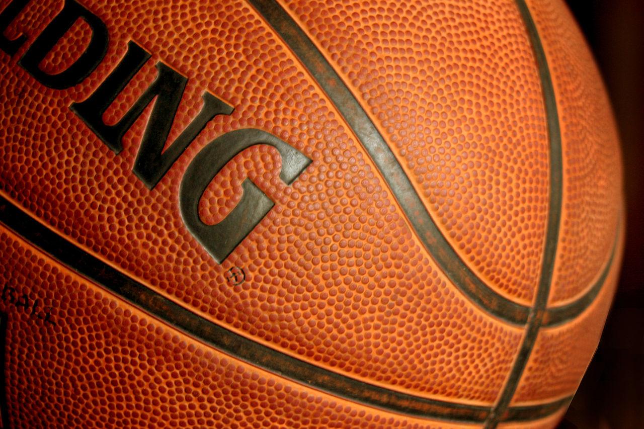 1280px-Basketball_ball385428_9836.jpg
