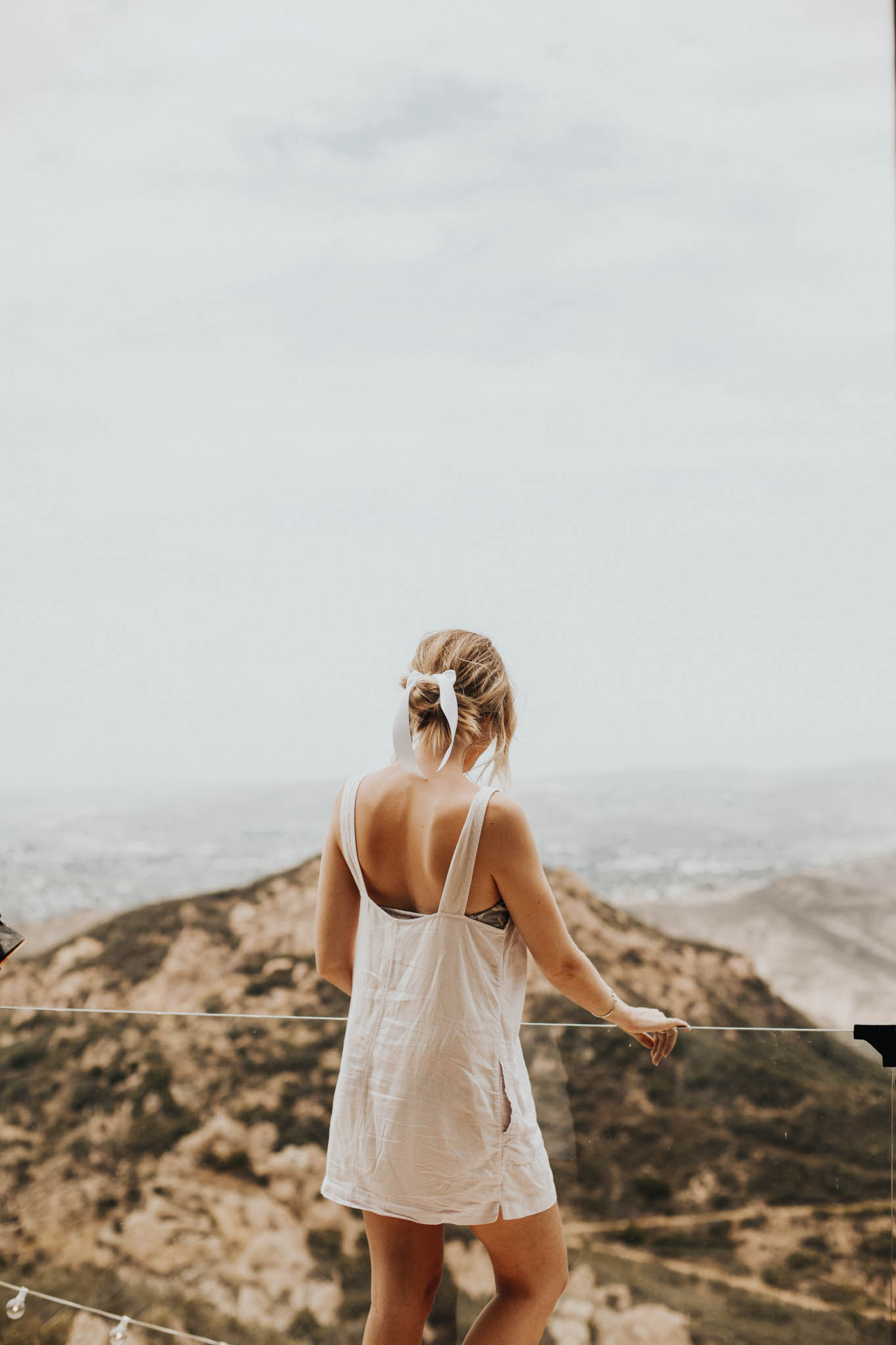 BrideGettingReadyatMalibuRockyOaksEstateVineyards-6.jpg