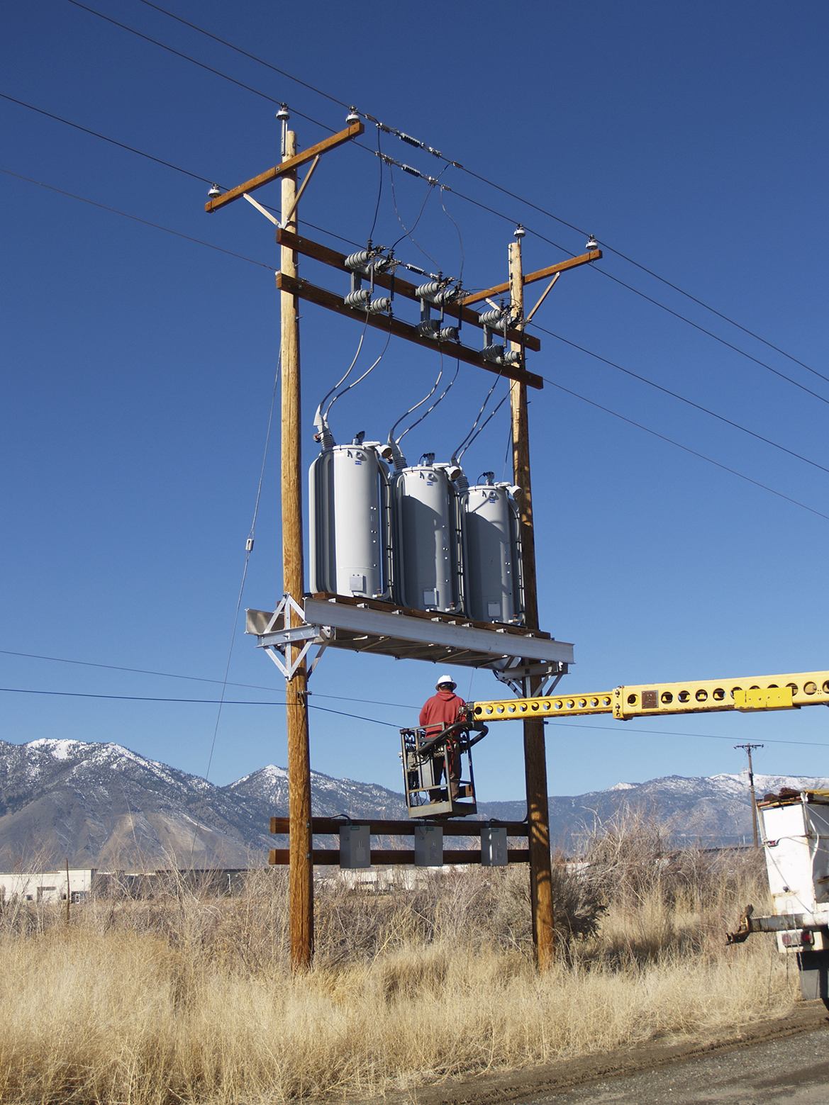 "<a href=""/services-all/oil-sampling-of-energized-pole-top-transformers"">OIL SAMPLING OF ENERGIZED POLE TOP TRANSFORMERS</a>"