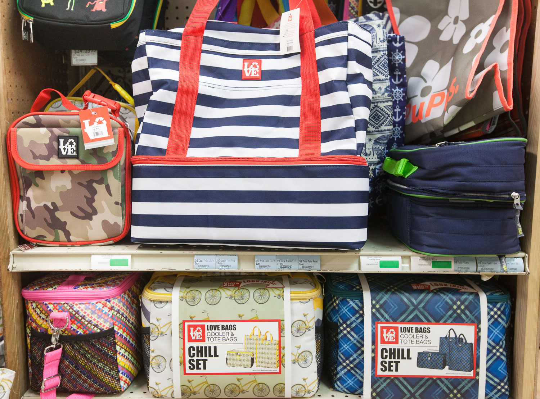 love-bags-cooler-bags-display-mana-foods.jpg