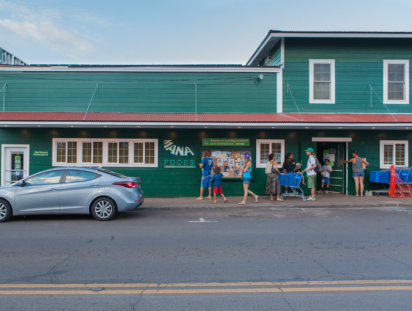 mana-foods-store-front-paia-maui