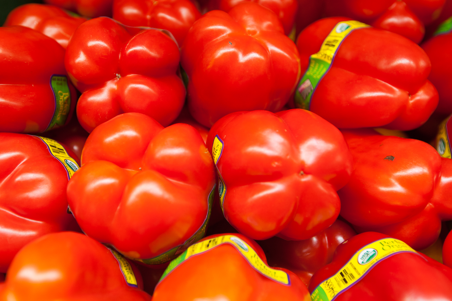 red-bell-peppers-produce-department-mana-foods.jpg