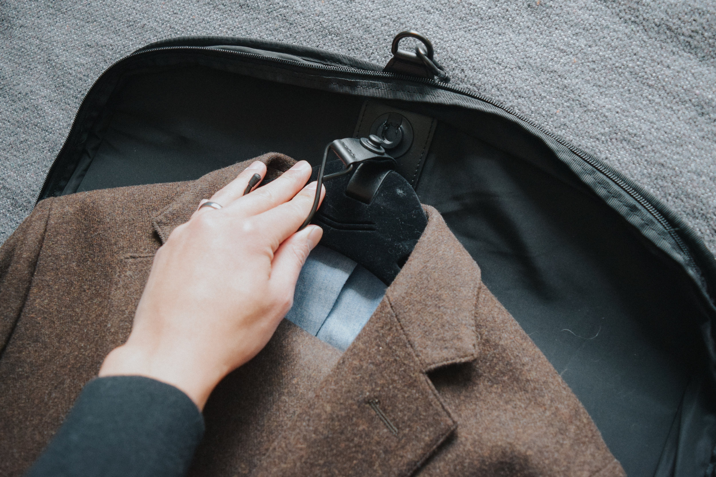 Built-in magnetic hanger system to keep your suit in place and detachable for use outside of the bag