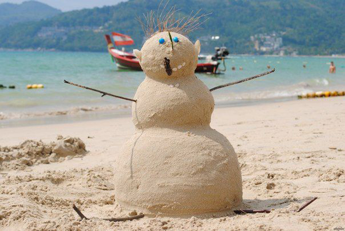 this_year_snowman_is_made_of_sand_1.jpg