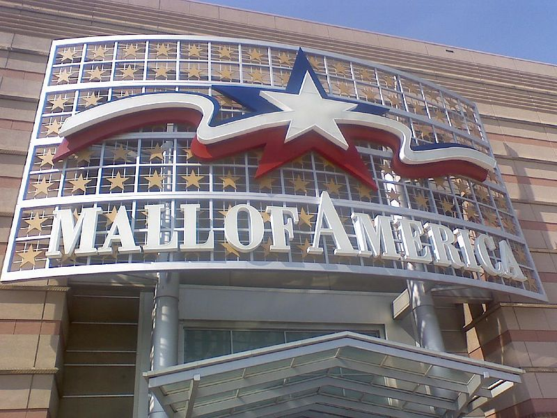 The original North Entrance and mall logo, from the 1990s