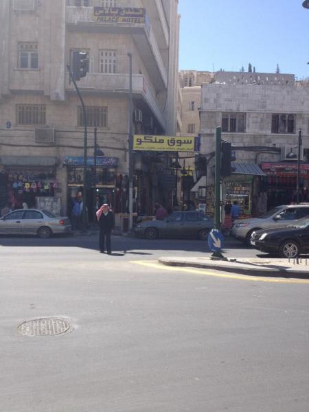 View of the King Faysal Street entrance.   سوق منكو: منظر يبين مدخل شارع الملك فيصل