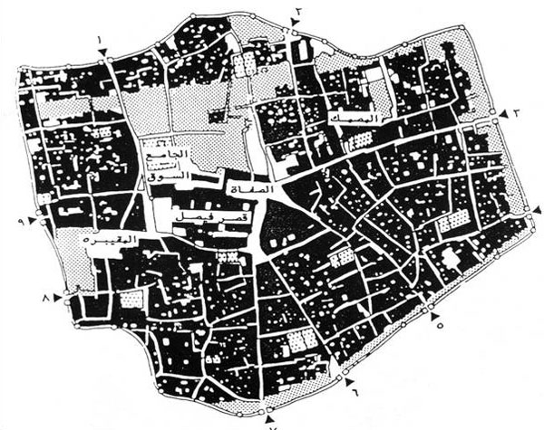 Figure 2: A layout plan of the urban fabric of Old Riyadh showing the city walls, gates, and some major places in the city.