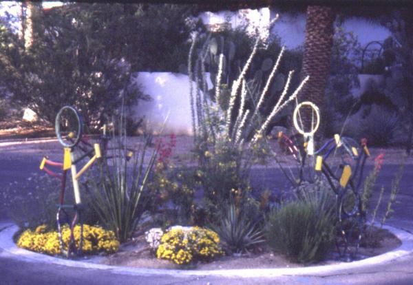 Fig. 19: A neighborhood traffic circle in Tucson constructed through the participation of the  neighborhood inhabitants.