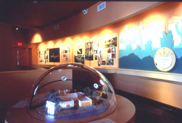 Figure 10: The information center at Desert House: the model of Desert House and a simulation of the positions of the sun at the different times of the day and different times of the year.