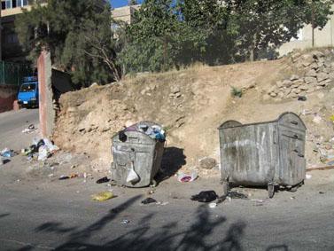 The motor vehicle dominates Amman's transportation network. (Siba al-Shouli)