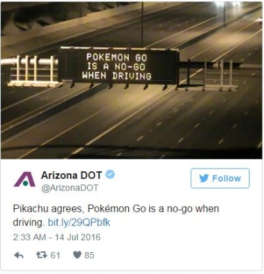 A highway sign in the American state of Arizona warning people   not to play Pokémon while driving.