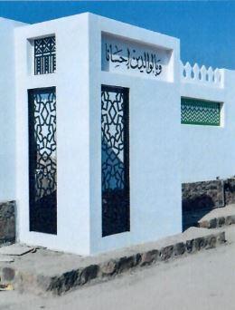 مثال للجدران التي أضيفت لمداخل المنازل