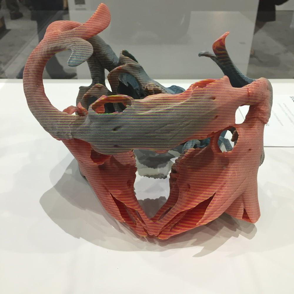 Side note: 3D-Printtaus on taidetta, kun sillä voidaan tehdä muun muassa erikoisen näköistä muovijätettä.
