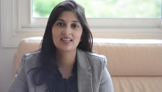 Regardez le témoignage de   Insiya BOUDHABHAY    du Master RH de L'Université de ROUEN