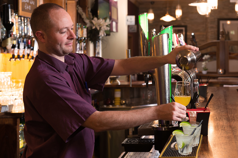 Barman-cocktail-crop.jpg