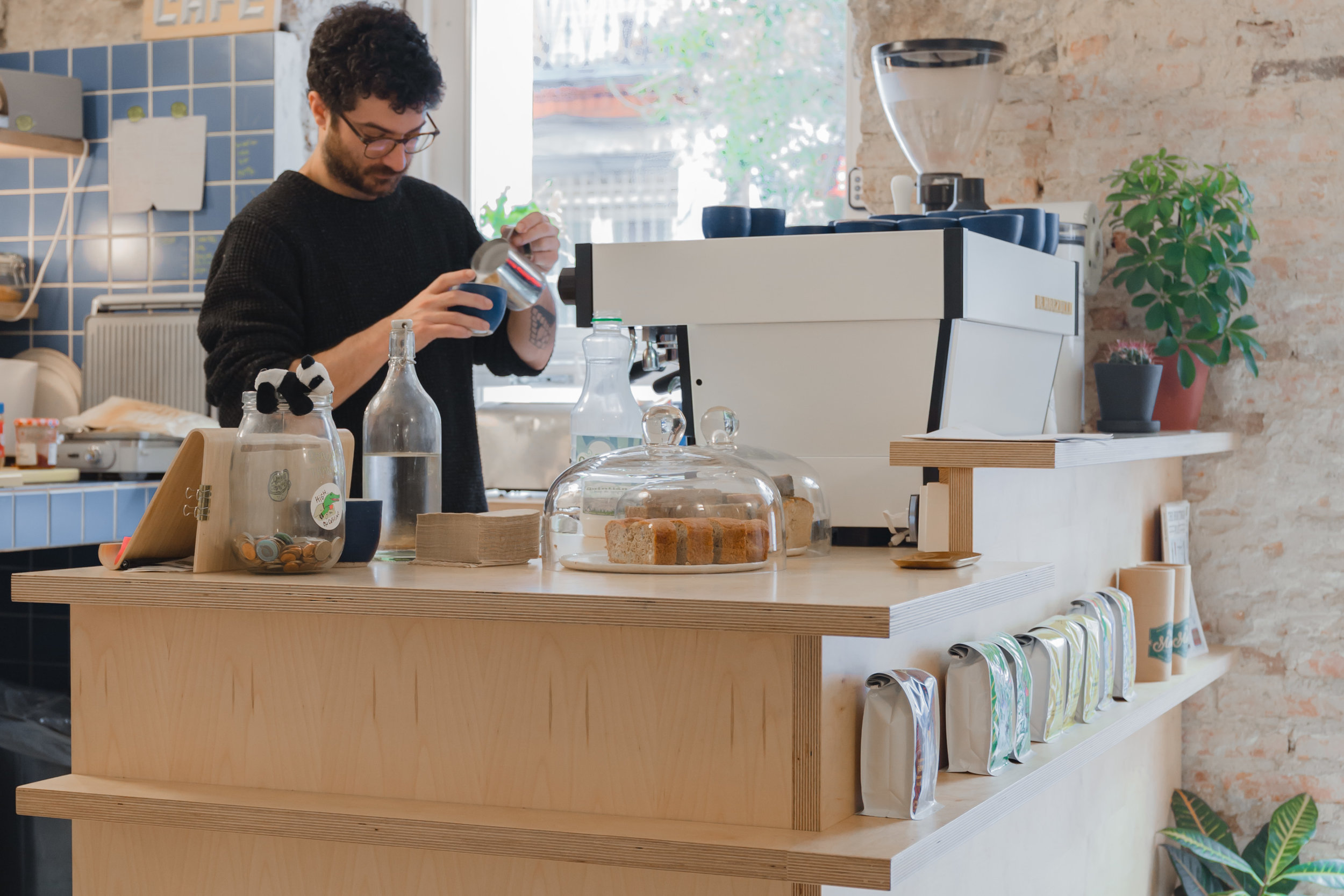 hola specialty coffee roaster madrid