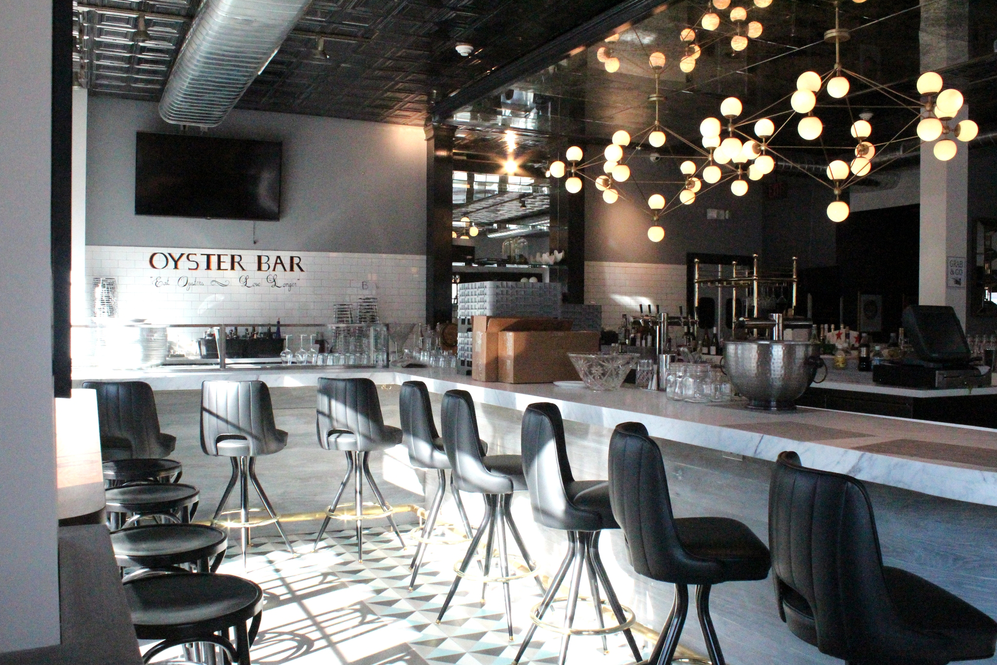 04 - Bar Area.jpg