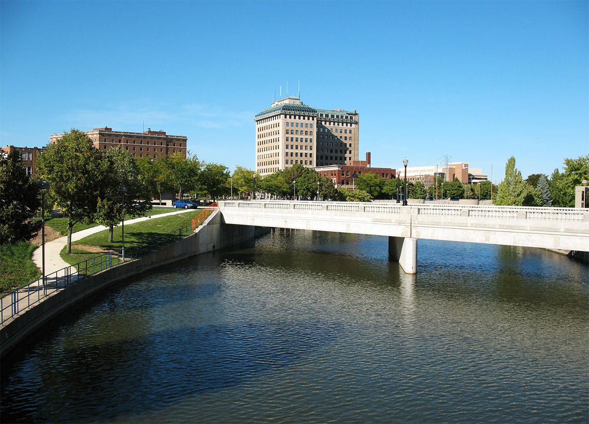 Flint River bridge, MI | Sarah Razak [flickr CC]