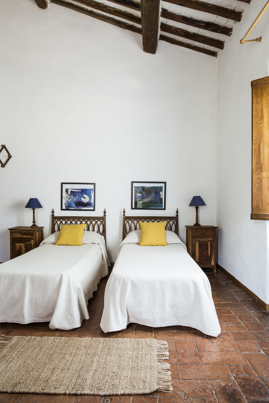 Triple room - with shared bathroom.$1950 USD (PER PERSON)A prefect room to share! These light friendly rooms are sweet and lovely, offering a shared hallway bathroom with another room.