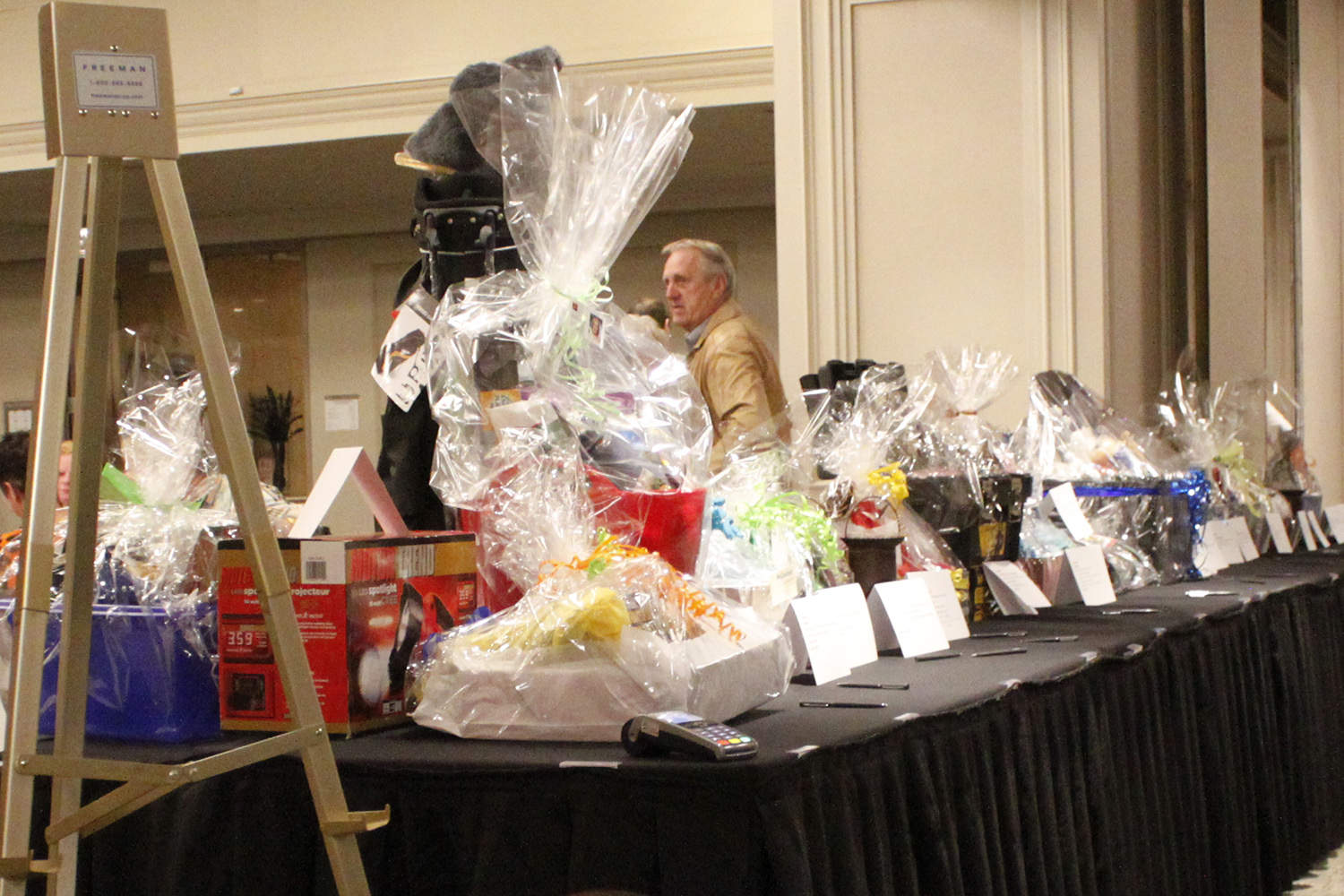Auction_prizes3.JPG